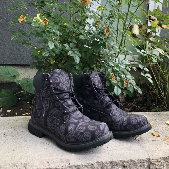 Timberland black & gray paisley boots limited ed.
